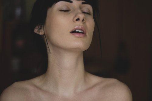 vzrušení ženský orgasmus